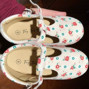 NWOT Tiny Toes Starbucks Shoes